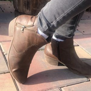 Brown Heeled Ankle Boots 👢!